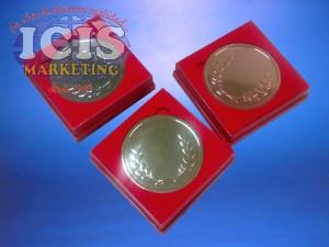 Medalla circular en caja forrada color rojo