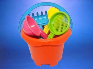 Balde platico para niños  con 4 accesorios