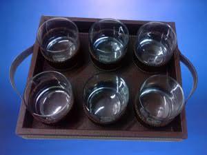 Bandeja de Cuerina para vasos de wisky con Manillas