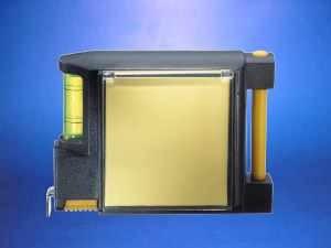 Huincha metálica y rígida con nivel y accesorios (exterior plástico)